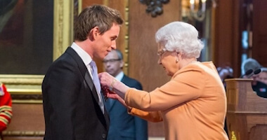 Eddie Redmayne, officier de l'Ordre de l'Empire britannique