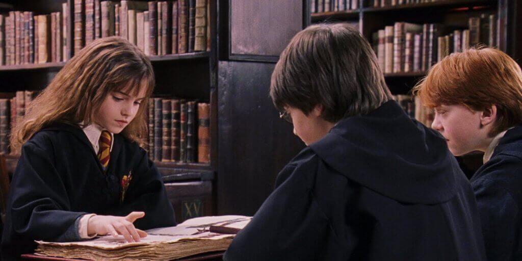 Le trio à la bibliothèque