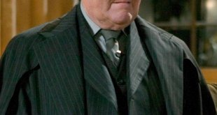 Robert Hardy - Cornelius Fudge