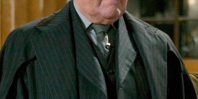 Robert Hardy, alias Cornelius Fudge, est décédé